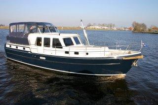 http://www.yachtcharterwetterwille.nl/uploads/images/schepen-klein/Aquanaut1250_Hannah1_1.JPG