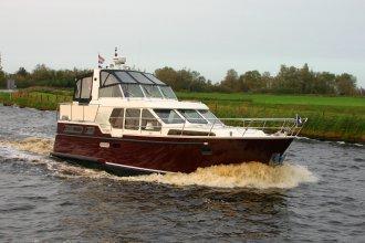 http://www.yachtcharterwetterwille.nl/uploads/images/schepen-klein/smelne_1180_mayenne__9__1.JPG
