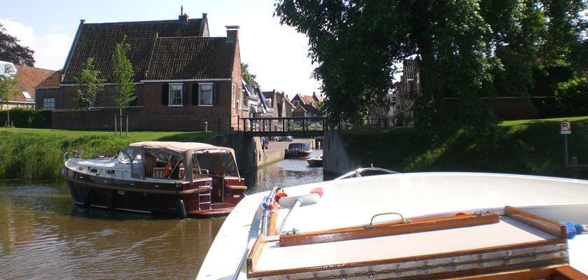 http://www.yachtcharterwetterwille.nl/uploads/images/slider/2e-weekend-ymkje-022.jpg