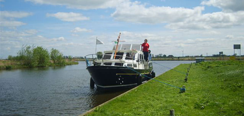 http://www.yachtcharterwetterwille.nl/uploads/images/slider/Bloemendaal-(1).jpg