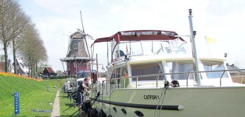 http://www.yachtcharterwetterwille.nl/uploads/images/slider/Catfish.46.16_1.jpg