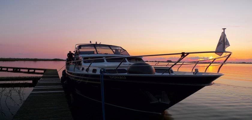 http://www.yachtcharterwetterwille.nl/uploads/images/slider/Donau_zonsondergang.jpg