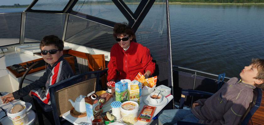http://www.yachtcharterwetterwille.nl/uploads/images/slider/Holland-2012-087.jpg
