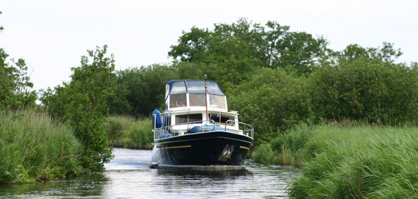 http://www.yachtcharterwetterwille.nl/uploads/images/slider/Minerva-natuur-groot.jpg