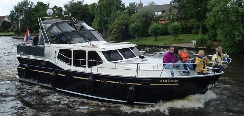 http://www.yachtcharterwetterwille.nl/uploads/images/slider/harmony.jpg
