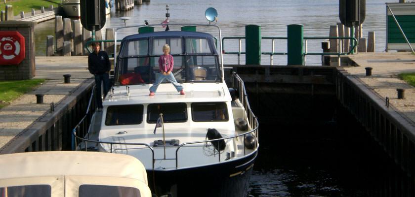 http://www.yachtcharterwetterwille.nl/uploads/images/slider/herfstvakantie-2007-19.jpg