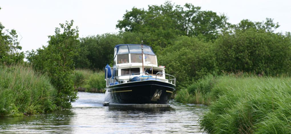 http://www.yachtcharterwetterwille.nl/uploads/images/slider/home/minerva-natuur-groot.jpg