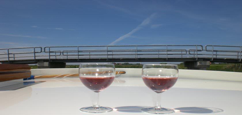 http://www.yachtcharterwetterwille.nl/uploads/images/slider/weekend_ymkje__18_.jpg