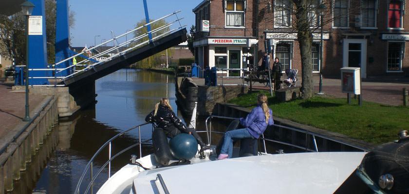 http://www.yachtcharterwetterwille.nl/uploads/images/slider/wergea-brug.jpg