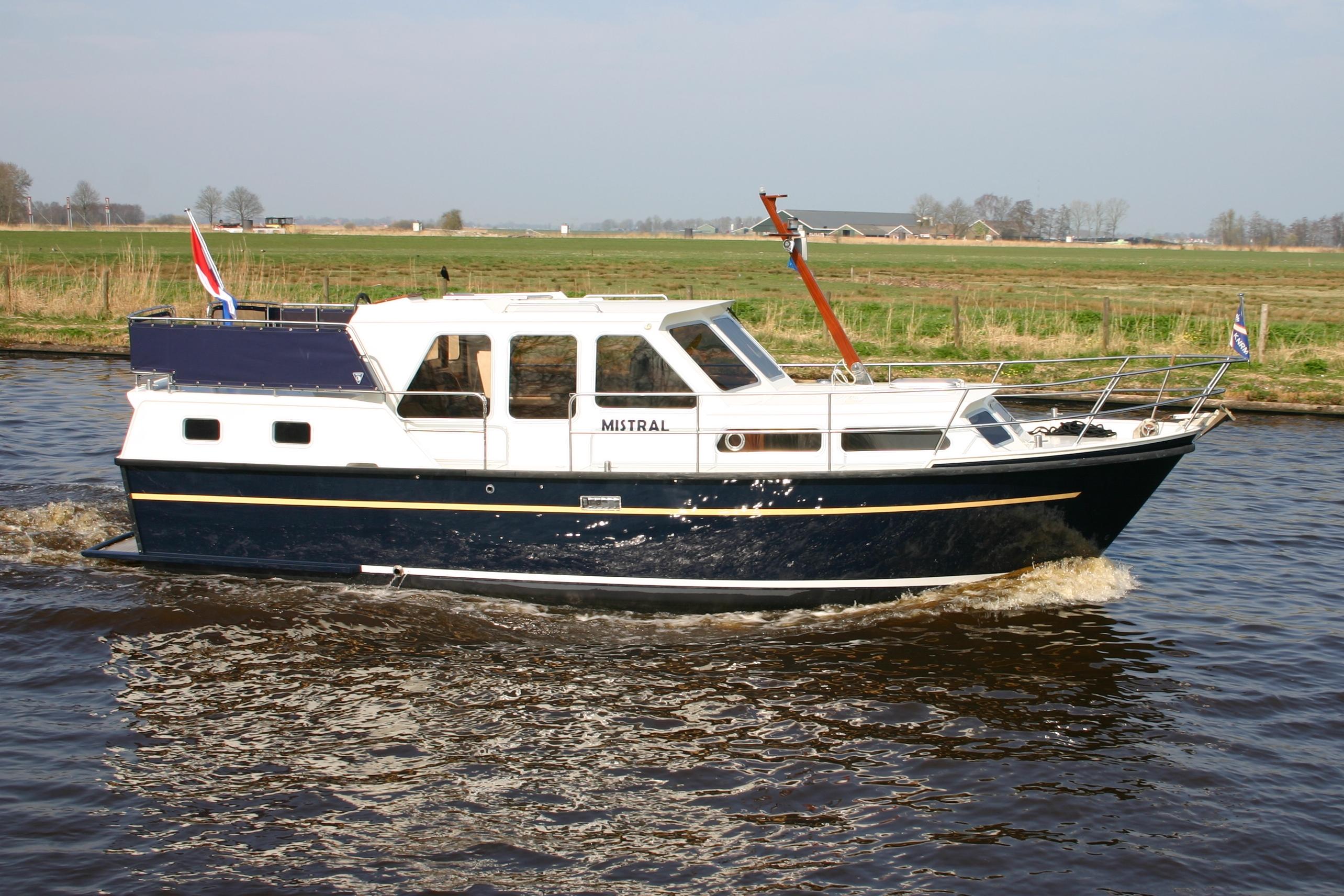 Aquanaut 950 mistral yachtcharter wetterwille